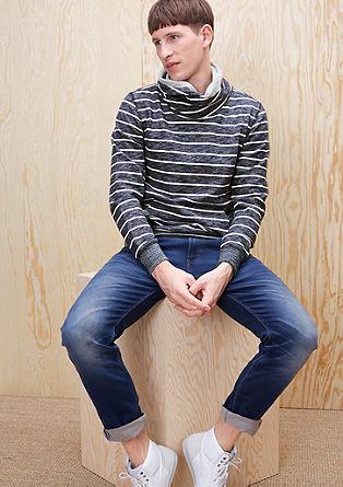 Črtast pulover z želvjim izrezom