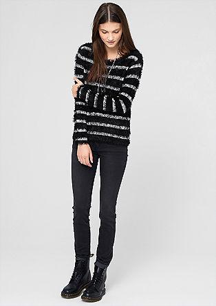 Črtast puloveriz efektne pletenine