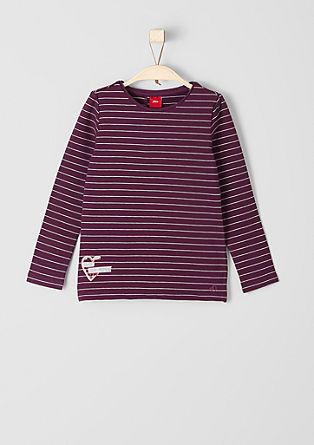 Črtasta majica v večplastnem videzu