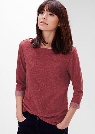 Črtasta majica z izrezom v obliki čolnička