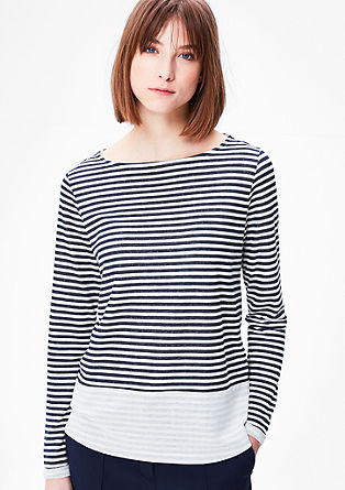 Črtasta majica z učinkom narobe obrnjenega oblačila