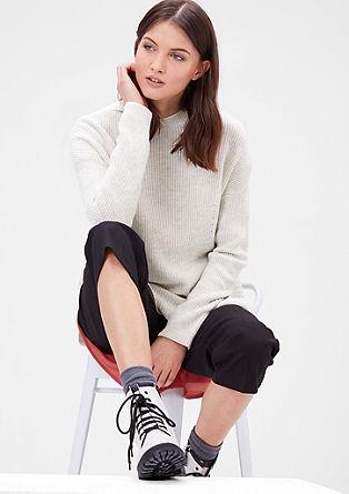 Daljši pleten pulover z volno