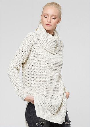 Dolg pulover iz vozlastega pletenja