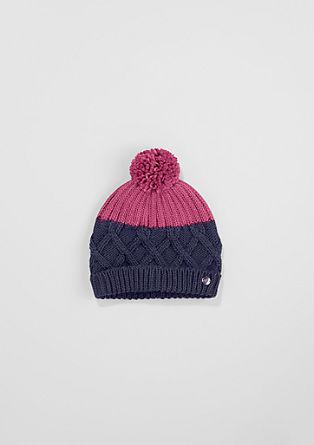 Dvobarvna pletena kapa