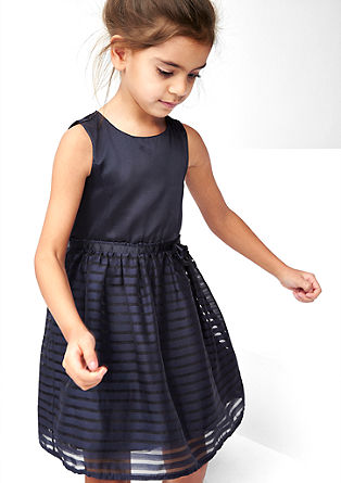Elegantna črtasta obleka