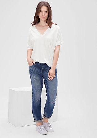 Elegantna majica z V-izrezom