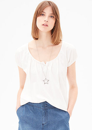 Feminine top in an O-shaped design from s.Oliver