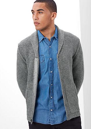 Gebreid vest in een inside-out look