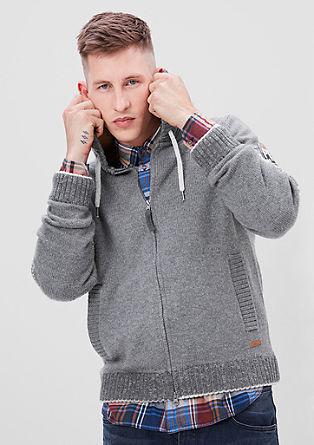 Gebreid vest met een Noorse look