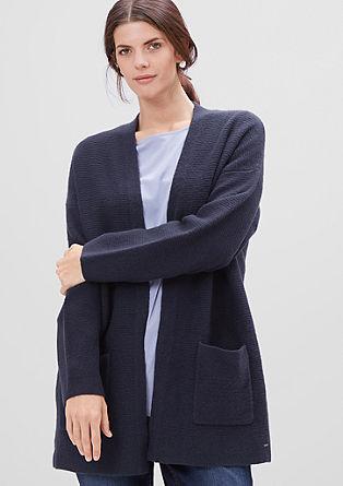 Gebreid vest met een vervilte look
