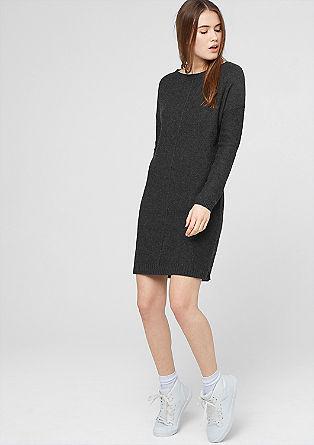 Gebreide jurk met een inside-out look