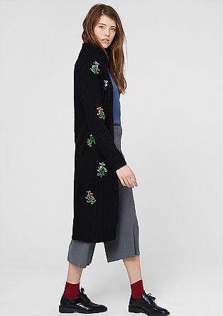 Gebreide mantel met geborduurde bloemen