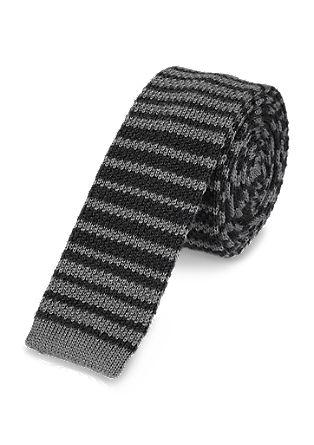Gebreide stropdas met een streepjespatroon