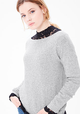 Gebreide trui met een structuurpatroon