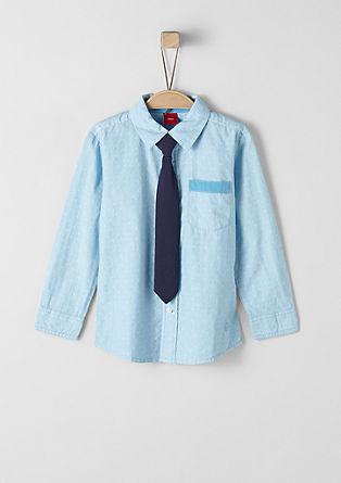 Gemustertes Hemd mit Krawatte