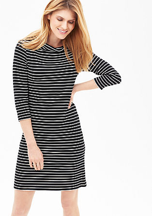Gestreepte jurk met een turtleneck