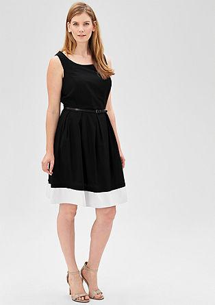Getailleerde jurk met riempje