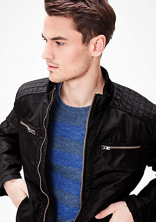 Gewatteerde jas met een bomber-look