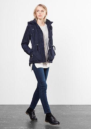 Gewatteerde jas met een capuchon met imitatiebont