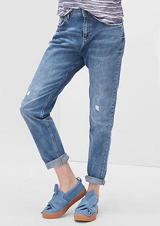 Girlfriend Ankle: jeans hlače v obrabljenem videzu