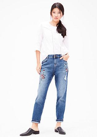 Girlfriend fit: enkellange jeans met artworks