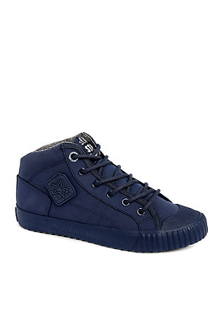 High top sneaker in een ton sur ton design