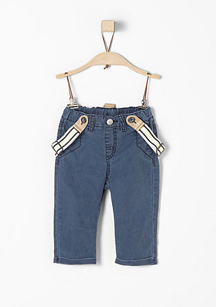Hose mit Hosenträgern