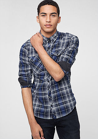 Izjemno oprijeto: srajca s karirastim vzorcem