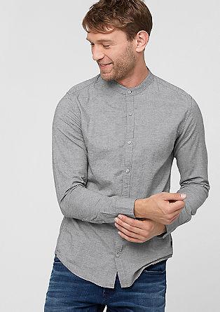 Izjemno oprijeto: srajca s stoječim ovratnikom