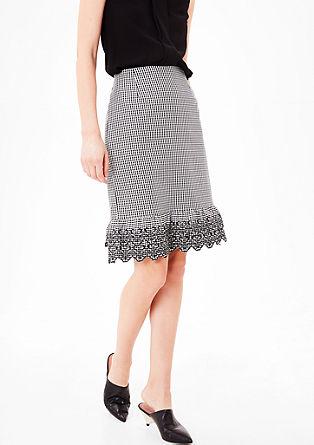 károvaná tkaná sukně s výšivkou