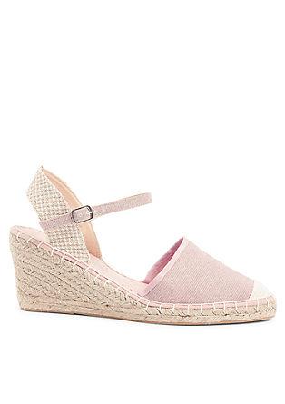 Keil-Sandaletten aus Textil