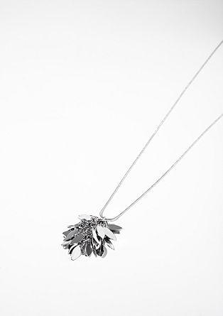Ketting met een hanger in bladerlook
