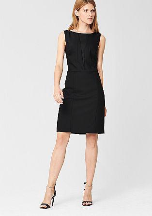 Kleid mit modernen Abnähern