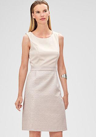 Koktajl obleka s krilom iz žakarda