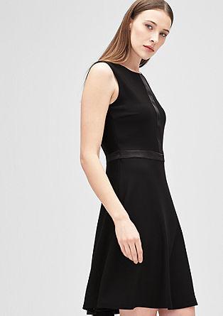 Korte jurk met satijnen details