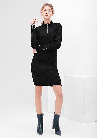 Krátké šaty ze žebrového úpletu