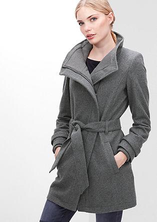 Krátký kabát sjednoduchým vzhledem