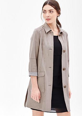 Krátký kabát se vzhledem semiše