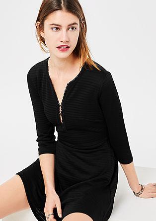Kurzes Kleid mit Ajourmuster