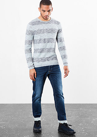 Lahek črtast pulover