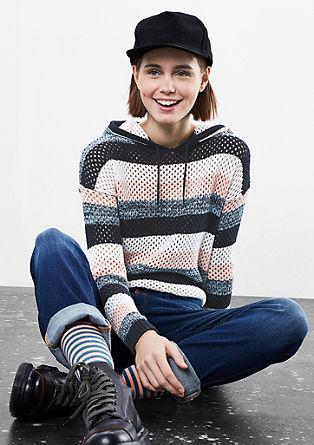Lahek luknjičasto pleten pulover s kapuco