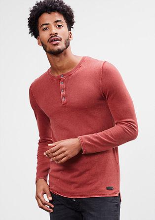 Lahek pulover spranega videza