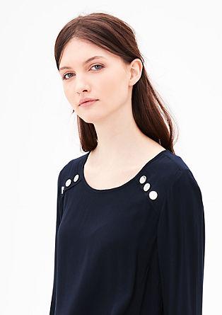 Lahka bluza z okrasnimi gumbi