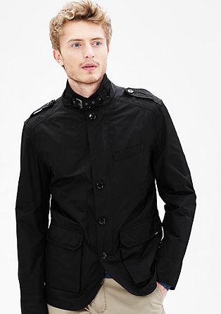 Lahka jakna v uporabnem slogu