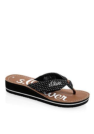 Lahki sandali s paščkom med prsti in platojem
