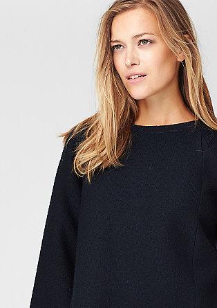 Leicht verkürzter Pullover
