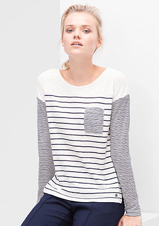 majica iz plamenaste preje v črtastem videzu