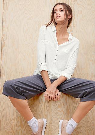 Majica iz plamenaste preje v slogu srajčne bluze