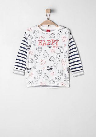 Majica s črtami in srčki