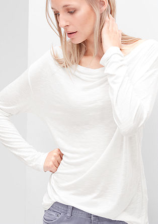 Majica s padajočim izrezom